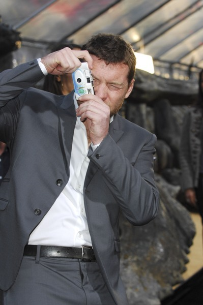 Sam Worthington snaps a photo at the Premiere of 'Clash of the Titans'