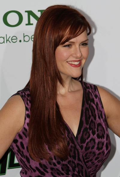 Sara Rue's sleek hairstyle with bangs