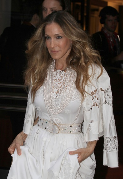 Sarah Jessica Parker in pearls