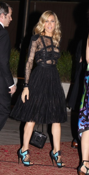 Sarah Jessica Parker in a full skirt