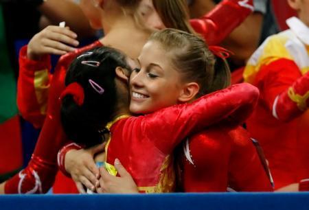 Shawn Johnson Hugs Chinese Gymnast