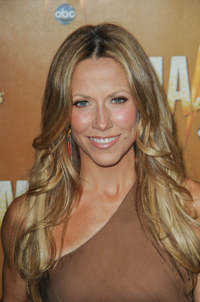 Sheryl Crow's long, blonde hairstyle