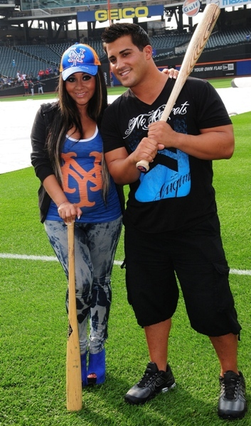 Snooki and fiance play around at Citi Field