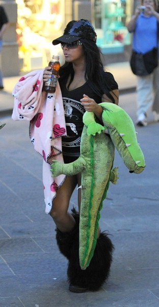 Snooki walking home after a shift at O' Vesuvio.