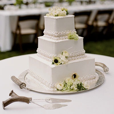 Simple square cake - Wedding cake inspiration