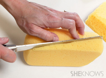 Cut the sponge - Cake postcard tutorial