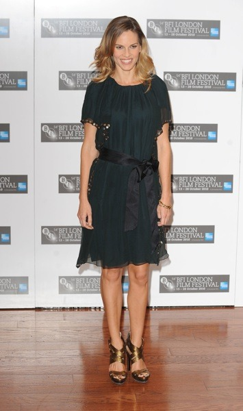 Hilary Swank in baggy dress
