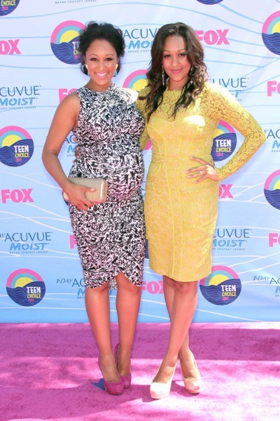 Tomara and Tia Mowry at the 2012 Teen Choice Awards