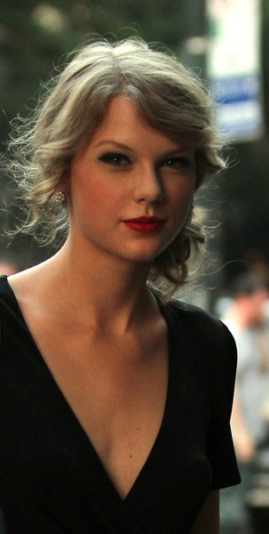 Taylor Swift with soft curls