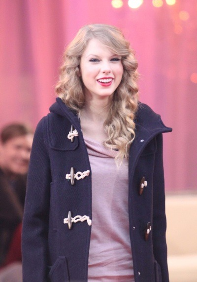Taylor Swift in hooded peacoat