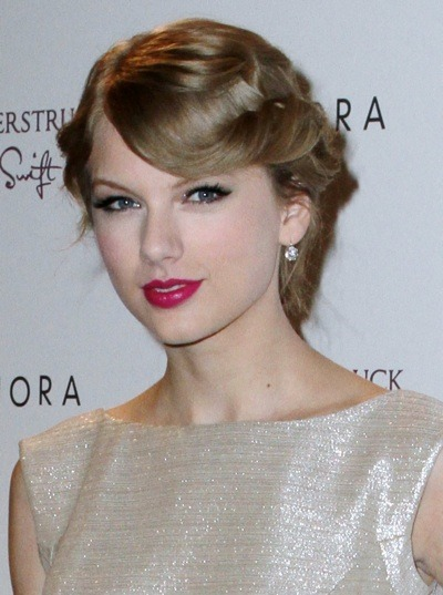Taylor Swift in an updo