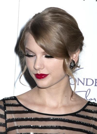 Taylor Swift with fake eyelashes