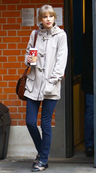 Taylor Swift leaves her hotel in London with a Starbucks drink