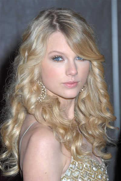 Taylor Swift's Long Curly Hair with Side-Part