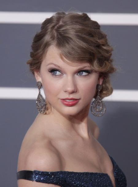 Taylor Swift's elegant Grammy Awards hairstyle