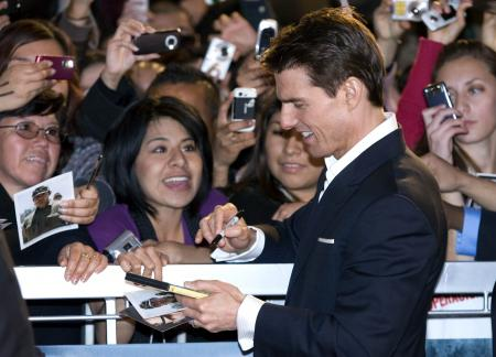 Tom Cruise signs autographs at Valkyrie premiere in Mexico