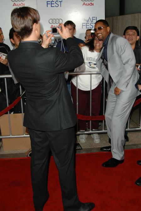 Tom Cruise takes Will Smith's picture