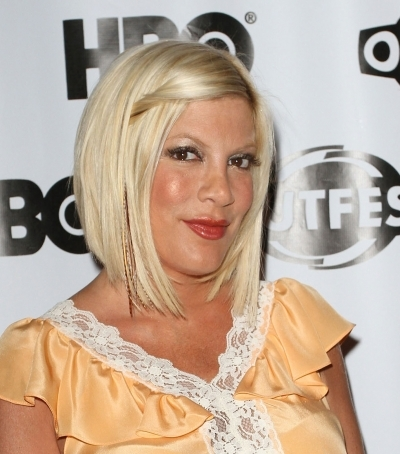Tori Spelling Adds Subtle Feathers to her &#039;do