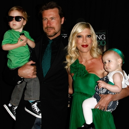 Tori Spelling and matching green family