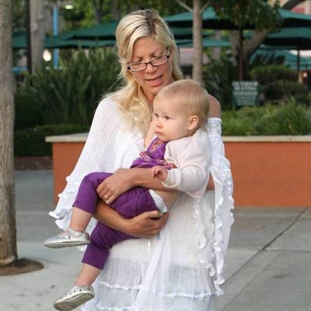 Tori Spelling and Stella