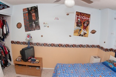 Trey's room before view 4