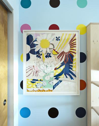 A triplet's bedroom - Polka dot wall