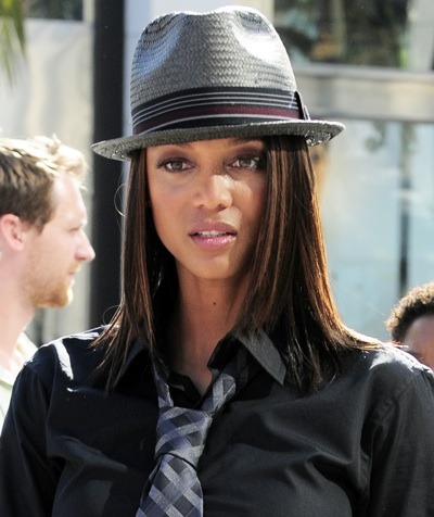 Tyra Banks in grey fedora