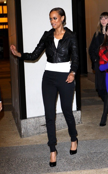 Tyra Banks in skinny jeans