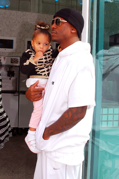 Tyrese getting frozen yogurt with his daughter. PHOTO CREDIT: WENN.com