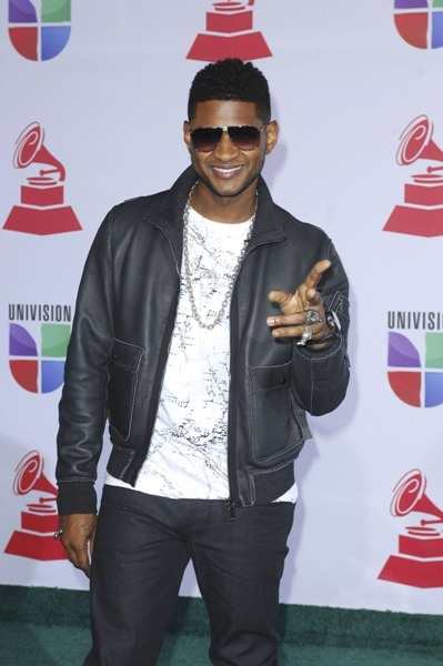 Usher arrives at the Latin Grammys