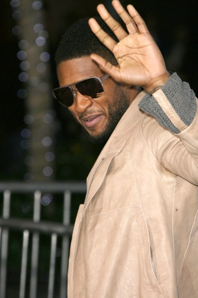 Usher does the wave