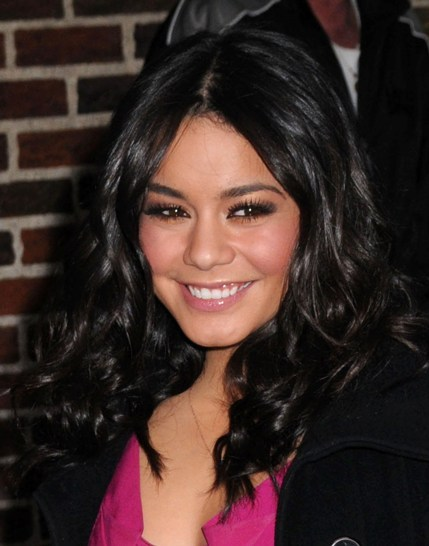 Vanessa Hudgens&#039; gorgeous, wavy hairstyle