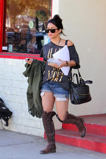 Vanessa Hudgens picks up lunch in LA
