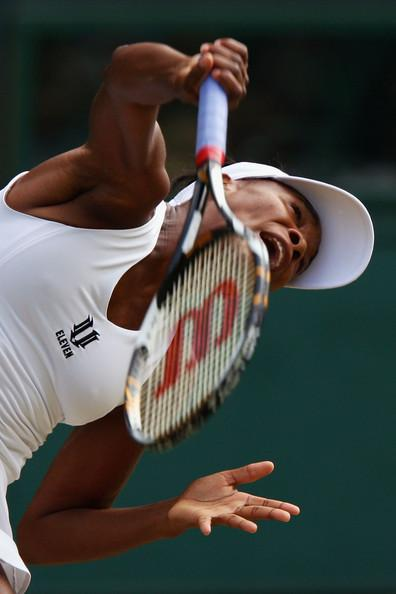 Venus Williams Serves at Wimbledon