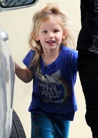 Violet Affleck's casual message t-shirt