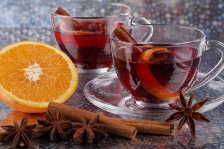 Warm spicy holiday punch