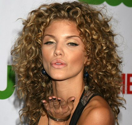 Anna Lynne McCord in stunning natural curls