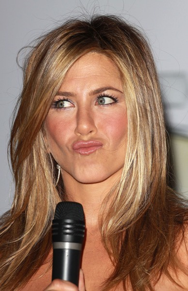 Jen Aniston with straight blow out
