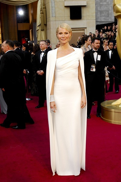 Gwyneth Paltrow shows off on Red Carpet