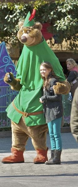 Sarah Hyland loves her some Disney