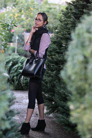 Zoe Saldana goes Christmas tree shopping