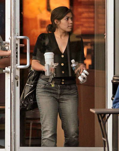 starbucks celebs - America Ferrera