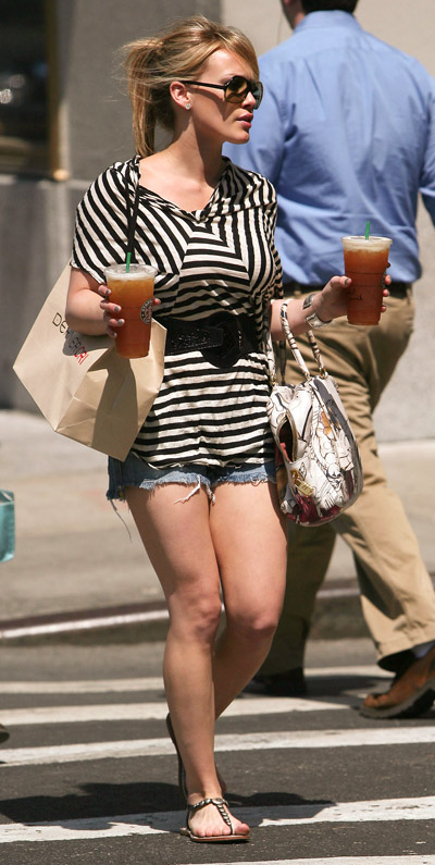 starbucks celebs - Hilary Duff