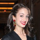 Alexa Ray Joels glamorous, wavy hairstyle
