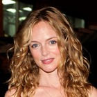 Heather Graham?s wavy hairstyle