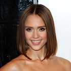 Jessica Albas chic, shoulder-length hairstyle
