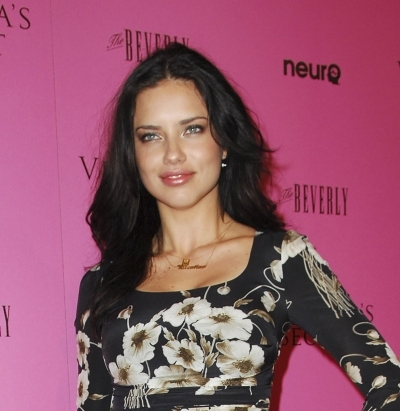 Adriana Lima Hairstyles on Adriana Lima Loose Curls 1 Jpg