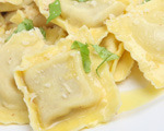 Simple chicken ravioli in a 5-minute cream sauce