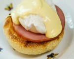 Simple Classic Eggs Benedict