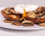 Poached Eggs with Mushrooms &amp; Garlic